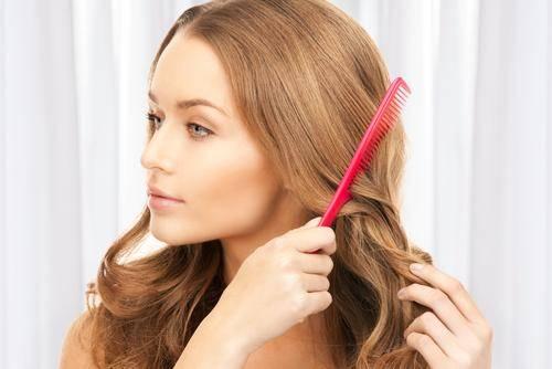 Το φριζάρισμα στα μαλλιά. Το φριζάρισμα ταλαιπωρεί κυρίως τα σπαστά και  σγουρά ... defb6433451